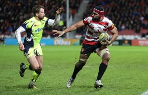 Sione Kalamafoni shrugs off Danny Cipriani on his way to the tryline