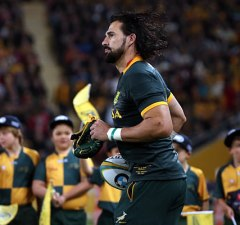 Victor Matfield runs on to the field for South Africa
