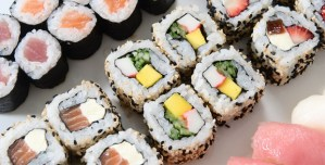 "Cara Mudah Membuat Sushi Dengan ""Perfect Roll Sushi Maker"""