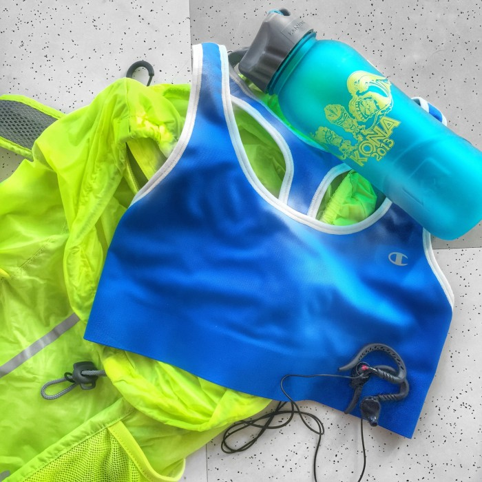 Workouts on the go - gymbag flatlay