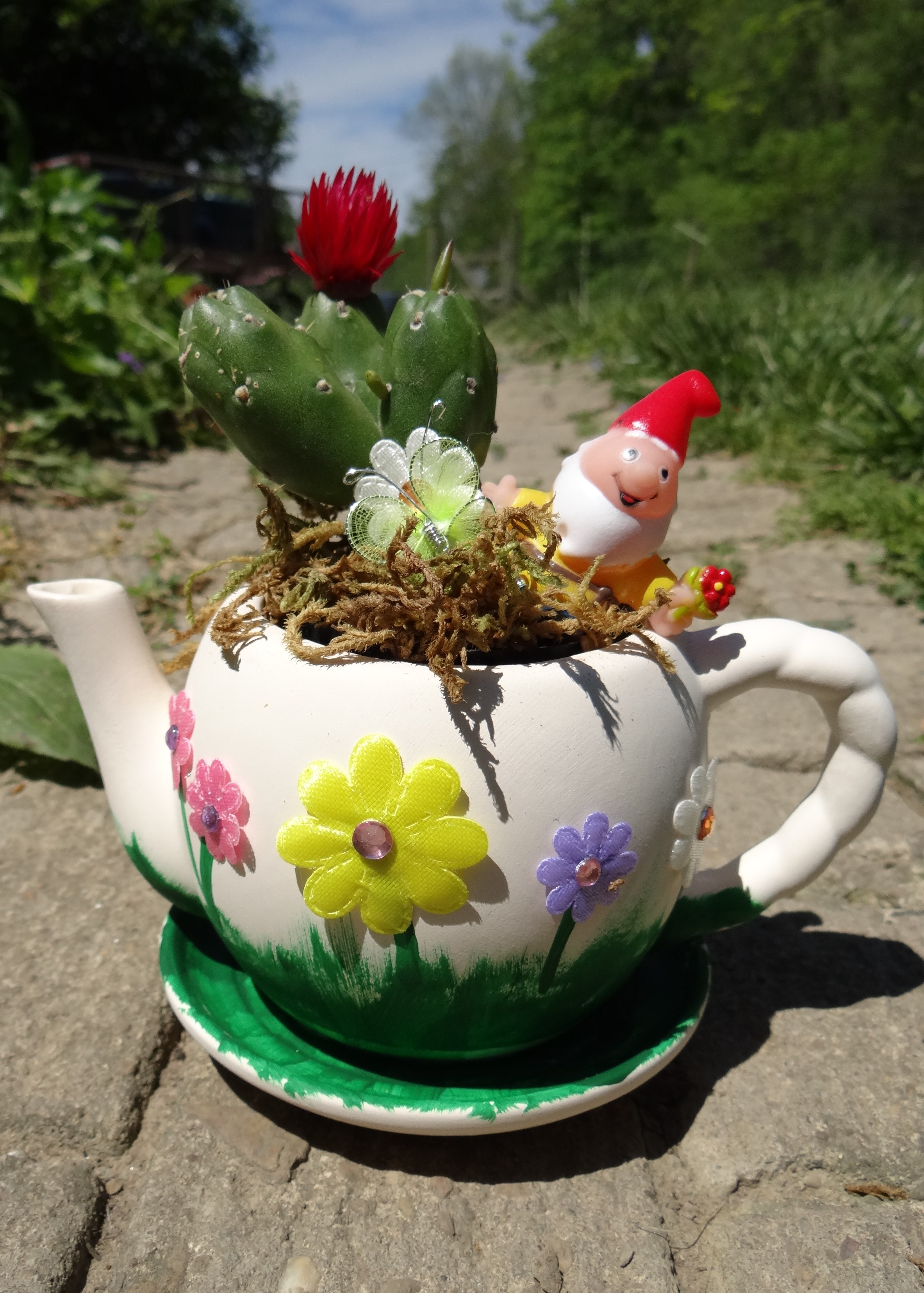 Catchy A Diy Fairy Garden Tea Read On Diy Fairy Garden Tea Pot Oriental Sharing Tips Forcreating A Garden Tea Party Garden Party Ideas Rural Mom Thanks To Our Partnership garden Diy Fairy Garden