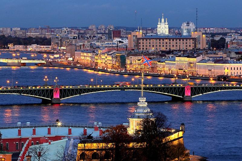st petersburg night-illumination-of-the-neva-river-bridges-in-st-petersburg Maturalac u St. Petersburgu