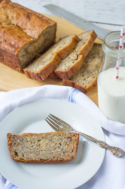 moist and dense banana bread 01