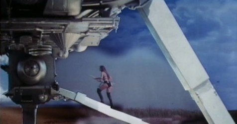 starcrash_stella_boards_the_ship