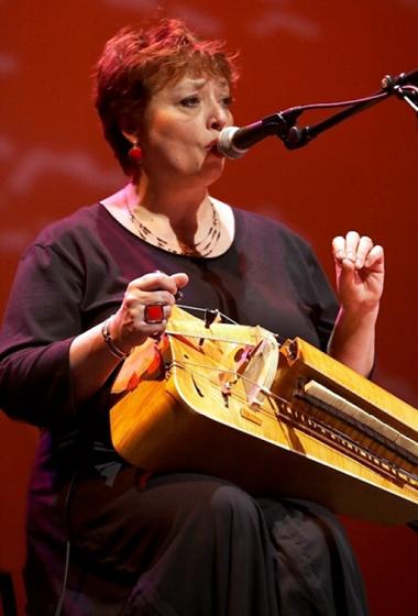 Evelyne GIRARDON - Une femme qui chante