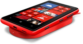 Smartphone da Nokia, com bobina embutida de fábrica carregado sobre um ressonador