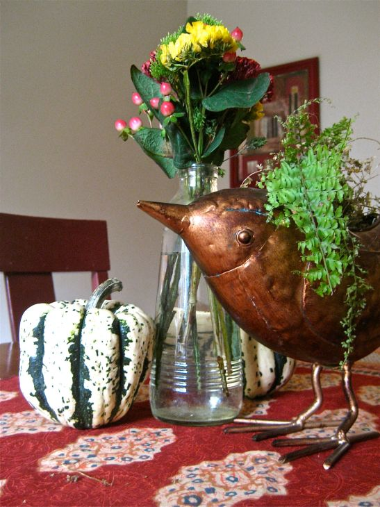 decorating a table for Thanksgiving