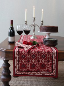 exotic table runner for round table