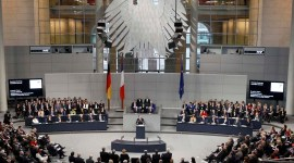 French President Francois Hollande addresses a joint meeting of the German lower house of parliament, Bundestag and French National Assembly at the Reichstag in Berlin January 22, 2013, during a day of celebrations marking the 50th Anniversary of the Elysee Treaty that sealed a reconciliation between the former adversaries.       REUTERS/Fabrizio Bensch (GERMANY  - Tags: POLITICS ANNIVERSARY TPX IMAGES OF THE DAY)   ORG XMIT: AA13