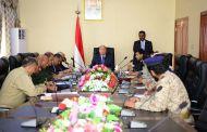بعد مقتل اللواء اليافعي هادي يترأس  اجتماعاً استثنائياً لقيادات الاجهزة الامنية المختلفة بمحافظات عدن لحج ابين.