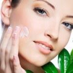 5 Consejos para tener la Cara sin Manchas de Acné