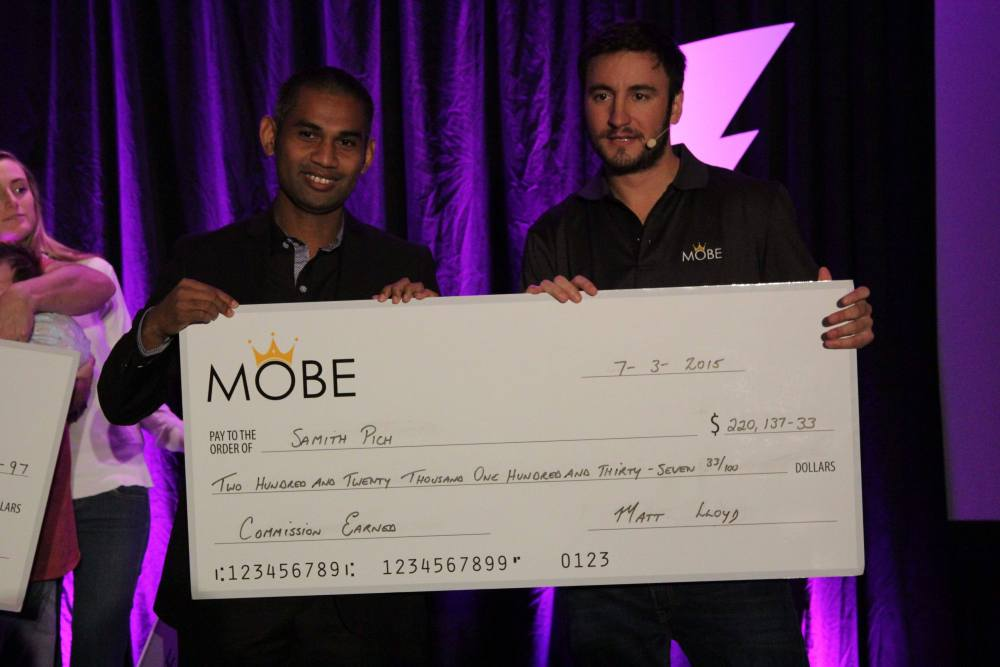 Accepting a cheque for $220k on Stage...