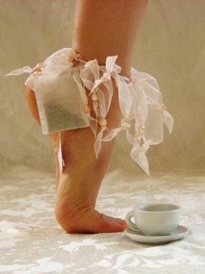 Tea on the go to the dance studio. Our fav, Wild Rose Bai Mudan.  (via The Tea Dancers / Ballet de la Compasion)