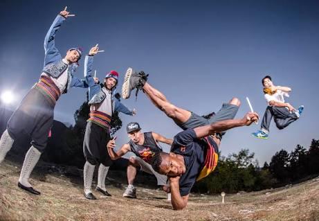 Anadolu halk oyunları ile break dans buluştu.
