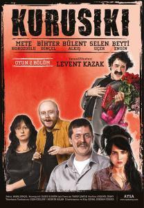 Levent Kazak'ın yazıp yönettiği Kurusıkı adlı tiyatro oyununun kadrosu oldukça geniş: Mete Horozoğlu, Bihter Dinçel, Bülent Alkış, Selen Uçer ve Beyti Engin.