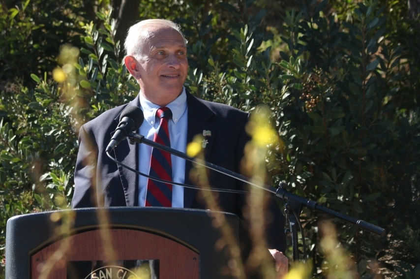 Former Mayor Wayne Eggleston, the executive director of The Heritage of San Clemente Foundation, speaks to the audience during a Veterans Day ceremony on Nov. 4 at Park Semper Fi in San Clemente.