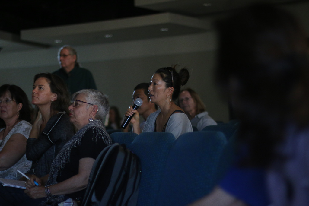 Members of the audience were able to ask questions throughout the forum on real-time radiation monitoring at SONGS at a forum on Oct. 17 at the Center for Spiritual Living in San Clemente. Photo: Eric Heinz