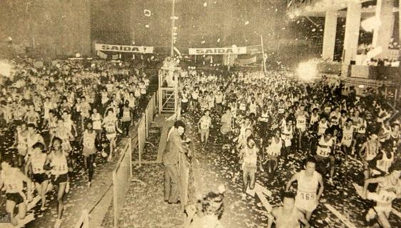 Largada-da-Corrida-de-São-Silvestre-na-Paulista-ainda-em-sua-versão-noturna-em-1978