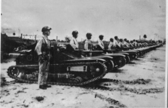 Tanques de guerra prontos para a batalha durante a Revolução de 1924.