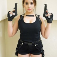 Lara Croft Tomb Raider Halloween Costume / Cosplay