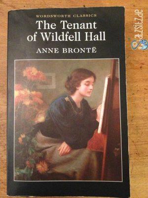 Cover von Anne Brontes The Tenant of Wildfell Hall in schwarz . Illustrierendes Gemälde zeigt eine malende Frau.
