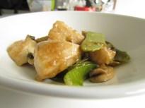 Poulet chinois saut avec pois mange tout et champignons - Cuisiner des pois mange tout ...