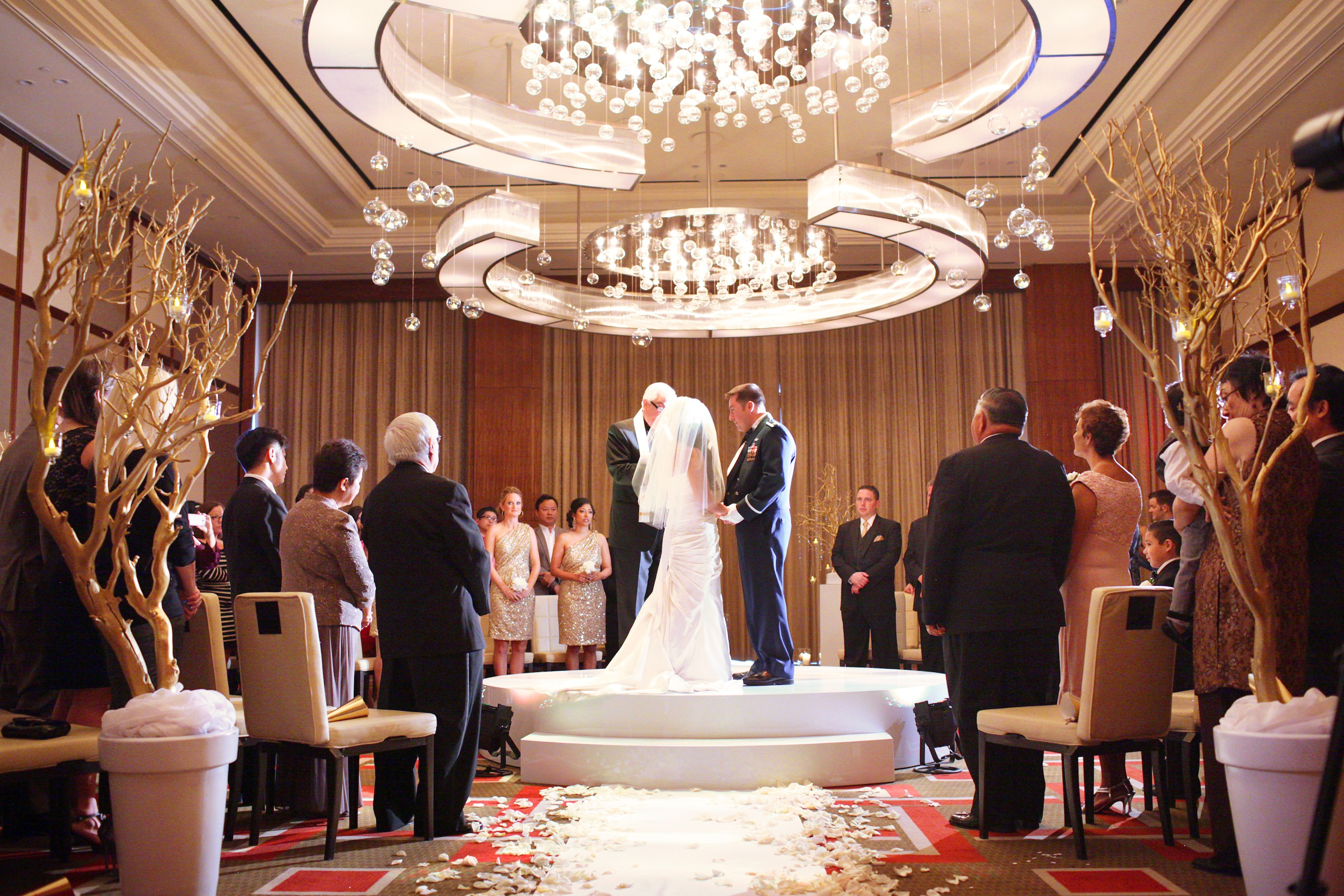 las vegas mandarin oriental wedding melissa eddie vegas wedding chapels circular wedding ceremony