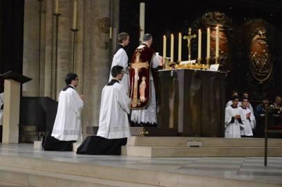 10 - Messe de départ célébrée par M. l'Abbé Iborra dans Notre-Dame-de-Paris - vigile de la Pentecôte - suite du canon