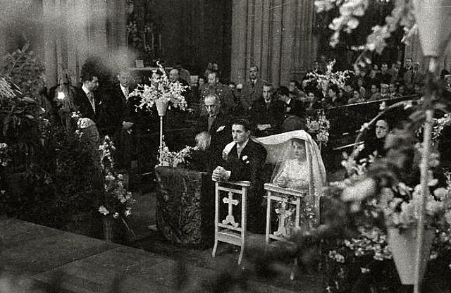 Vélation nuptiale à San Sébastien en Espagne en 1940-02