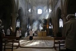 05 - messe du samedi des Quatre-Temps de septembre en la collégiale Notre-Dame de Mantes - pendant le chant de l'évangile