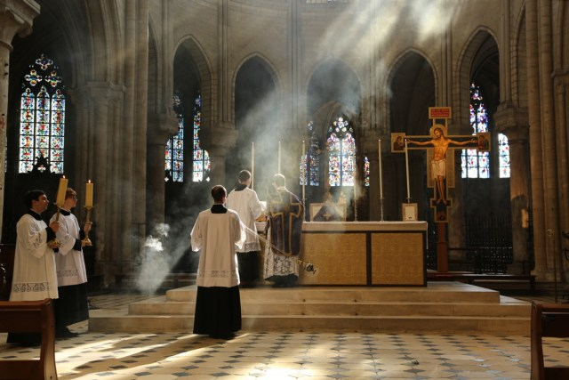 07 - messe du samedi des Quatre-Temps de septembre en la collégiale Notre-Dame de Mantes - pendant le chant de l'évangile