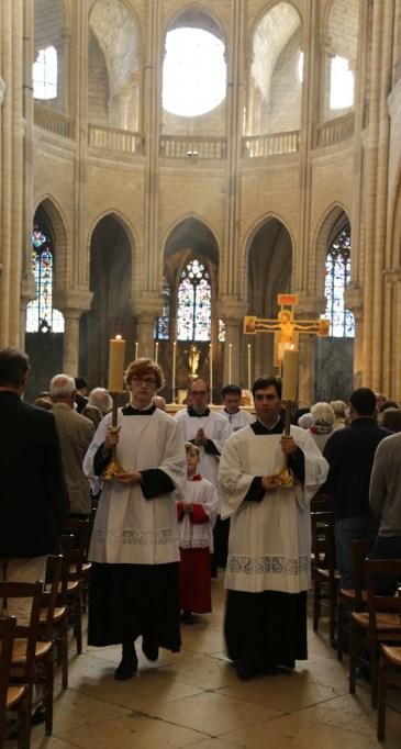 15 - messe du samedi des Quatre-Temps de septembre en la collégiale Notre-Dame de Mantes - procession de sortie