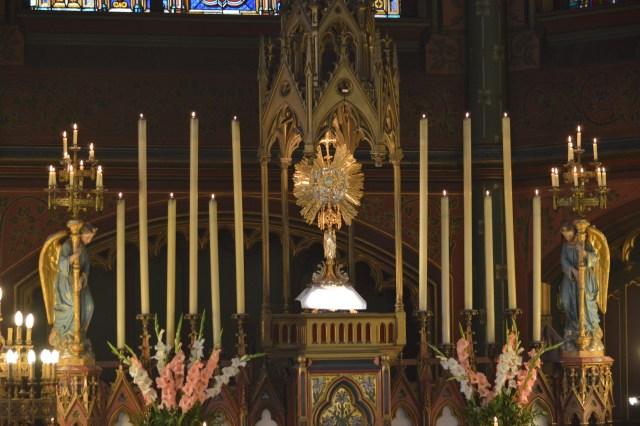 09-Vêpres de la Fête-Dieu devant le Très-Saint Sacrement exposé