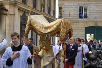 19-Procession de la Fête-Dieu
