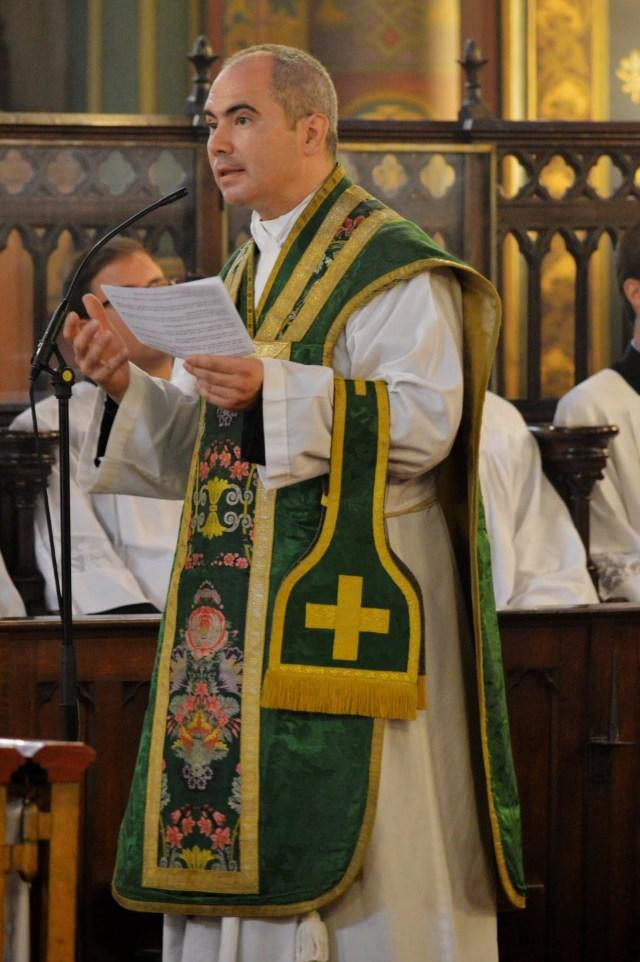 Mot de remerciement du nouveau curé après la messe.