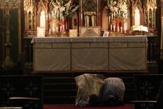 02-Messe de reposition des Quarante-Heures coram Sanctissomo - prosternation au début de la messe