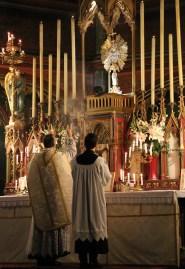 06-Messe de reposition des Quarante-Heures coram Sanctissomo - encensement de l'introït