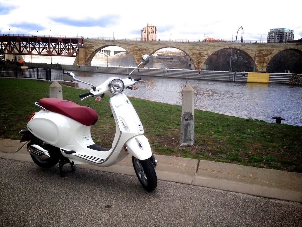 ScooterFile First Ride - 2014 Vespa Primavera 150 3Vie 10