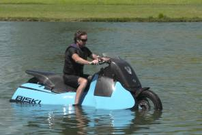 "This 500 lb Amphibious ""Scooter"" May be the Strangest Ever Built"