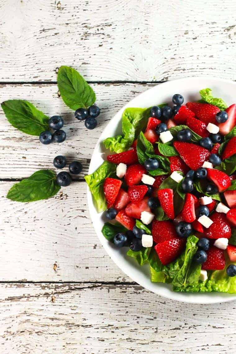 Delicious Strawberry and Feta Salad - This salad is SO fresh and delicious! Plus it's ready in no time so you have no excuse to not have a salad today! | ScrambledChefs.com
