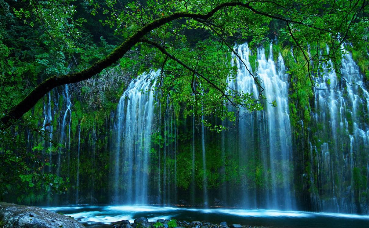 Secret Waterfall Screensaver