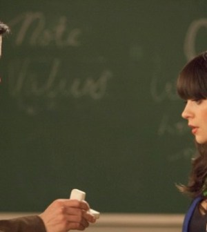 Guest star Justin Long and Zooey Deschanel in NEW GIRL. ©2012 Fox Broadcasting Co. Cr: Isabella Vosmikova/FOX