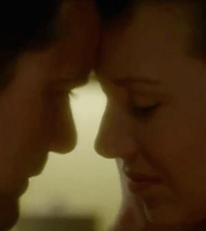 Joshua Jackson and Anna Torv on FRINGE (Image © 2012 Fox Broadcasting Co.)