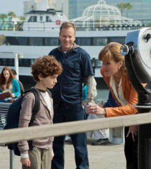 Kiefer Sutherland, David Mazouz & Catherine Dent in Touch. ©FOX. Cr: Isabella Vosmikova/FOX