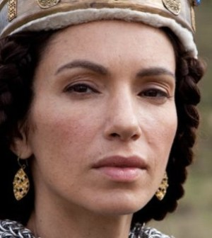 Aure Atika as Queen Isabella. Image © Shaw Media