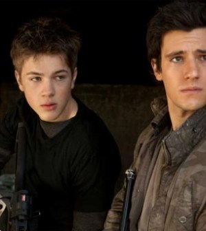 Connor Jessup (l) and Drew Roy (r) in Falling Skies. Image © TNT
