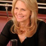 """WAREHOUSE 13 -- """"Fractures"""" -- Episode 406 --Pictured: Lindsay Wagner as Dr. Vanessa Calder -- Photo By: Steve Wilkie/SyFy"""