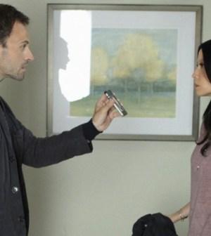 Jonny Lee Miller and Lucy Liu in Elementary. Image © CBS
