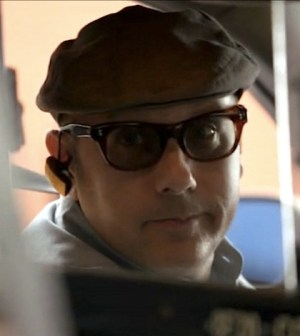 Willie Garson as Mozzie the cab driver (Image © USA Network)
