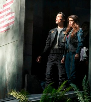 Pictured (L-R): Bob Morley as Bellamy and Marie Avgeropoulos as Octavia -- Photo: Cate Cameron/The CW -- 2013 The CW Network.